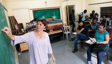 Quem são os professores voluntários de língua portuguesa para refugiados