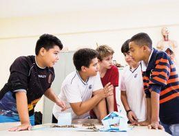 Transferência de alunos de escolas privadas para públicas pode mudar relação família-escola