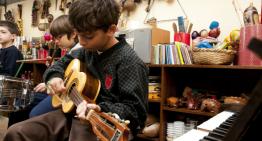 Contato das crianças com o universo sonoro enriquece a percepção e estimula o cérebro
