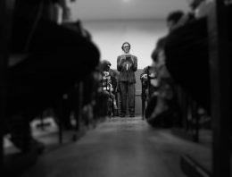 Peça baseada em Guimarães Rosa é apresentada dentro de sala de aula