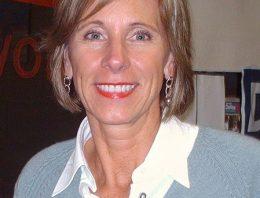 Quem é e o que defende Betsy DeVos, nova secretária de Educação dos Estados Unidos