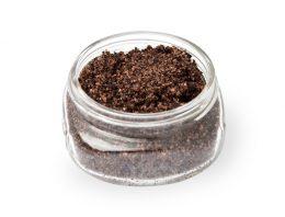 Projeto inovador propõe o emprego de grãos de café na criação de cosméticos