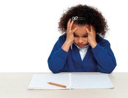 Anos finais do ensino fundamental continuam marcados por altos índices de abandono, reprovação e baixo aprendizado