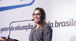 Escolas devem formar jovens para mercado de trabalho atual, defende Maíra Habimorad em palestra