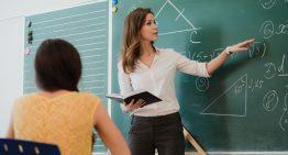 Como é a contratação de professores na educação privada
