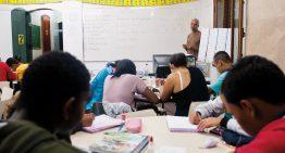 Falta de diretrizes para EJA na Base Nacional Comum preocupa educadores