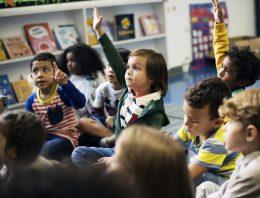 Envolver diferentes setores governamentais no atendimento às crianças pequenas é tendência promissora