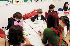 Observação das crianças é essencial para o processo de aprendizagem. (Crédito: Gustavo Morita)