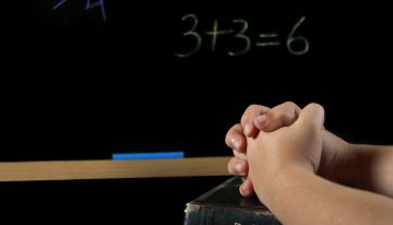 Enquete: como ensinar religião nas escolas?
