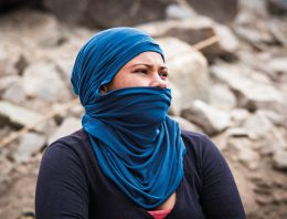 Mulheres da Chapada: fotógrafo retrata trabalho de quebrar pedras em cidades baianas