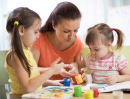 Contratadas como auxiliares de educação infantil, profissionais exercem função de docente