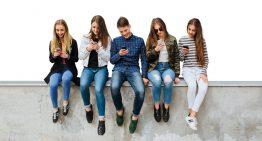 """Quase metade dos jovens brasileiros considera celular seu """"melhor amigo"""""""