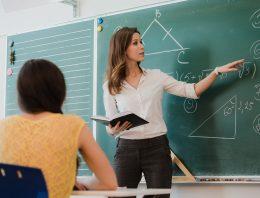 O que motiva os professores de matemática a seguir estudando