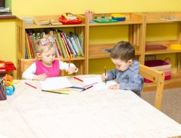 Enquete: o que você acha do ensino de inglês para crianças brasileiras a partir de 2 anos?