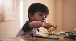 Ter menos brinquedo gera mais criatividade