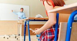 Uso inadequado de celular é principal queixa das escolas