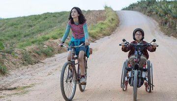 Filme brasileiro 'Sobre Rodas' destaca a transformação da infância para a adolescência