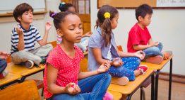 O poder do yoga e da meditação no ambiente escolar