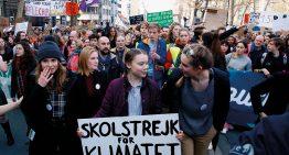 Garota sueca mobiliza jovens no mundo sobre aquecimento global