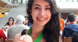 Jovem brasileira fica em 1º lugar na Olimpíada Europeia Feminina de Matemática