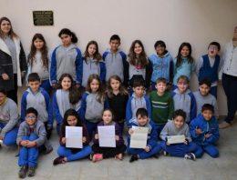 Crianças de escola pública brasileira recebem carta da rainha Elizabeth II