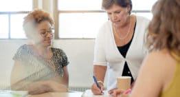 Os estágios curriculares obrigatórios: aprender a ser professor é responsabilidade de todos