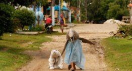 Crianças se fantasiam de animais amazônicos em carnaval paraense em alerta à preservação ambiental