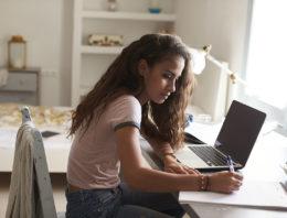 Coronavírus: as estratégias que as escolas encontraram para o ensino online acontecer