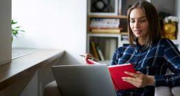 Webinars gratuitos darão dicas para a escola se aproximar dos alunos e famílias. Participe