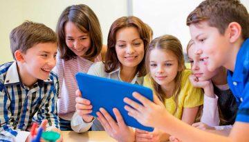 Soluções educacionais que aprimoram o inglês intracurricular de escolas em todo Brasil
