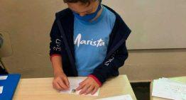 Crianças escrevem cartas para familiares em isolamento